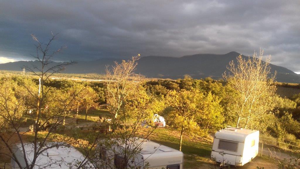 camping avec vue sur la montagne